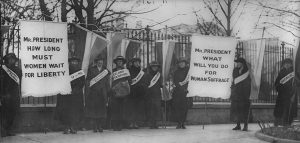 Sufragistas manifestandose